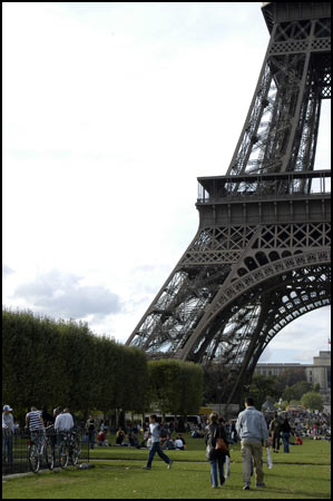 Europe Collection - Picnic under the Eifel Tower